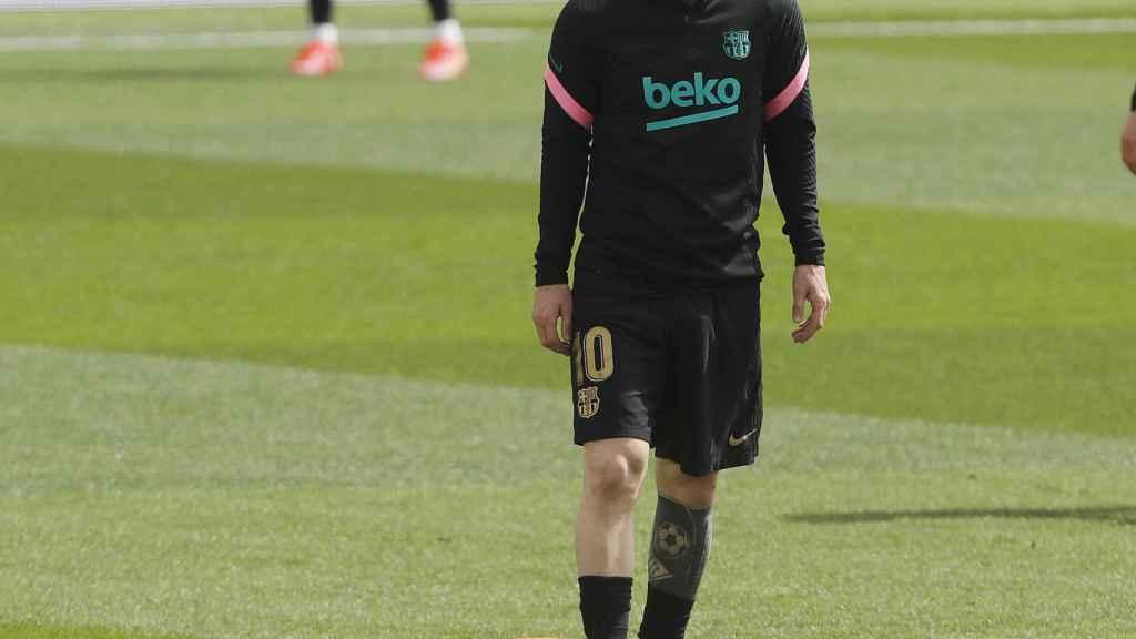 Leo Messi, pensativo en el calentamiento
