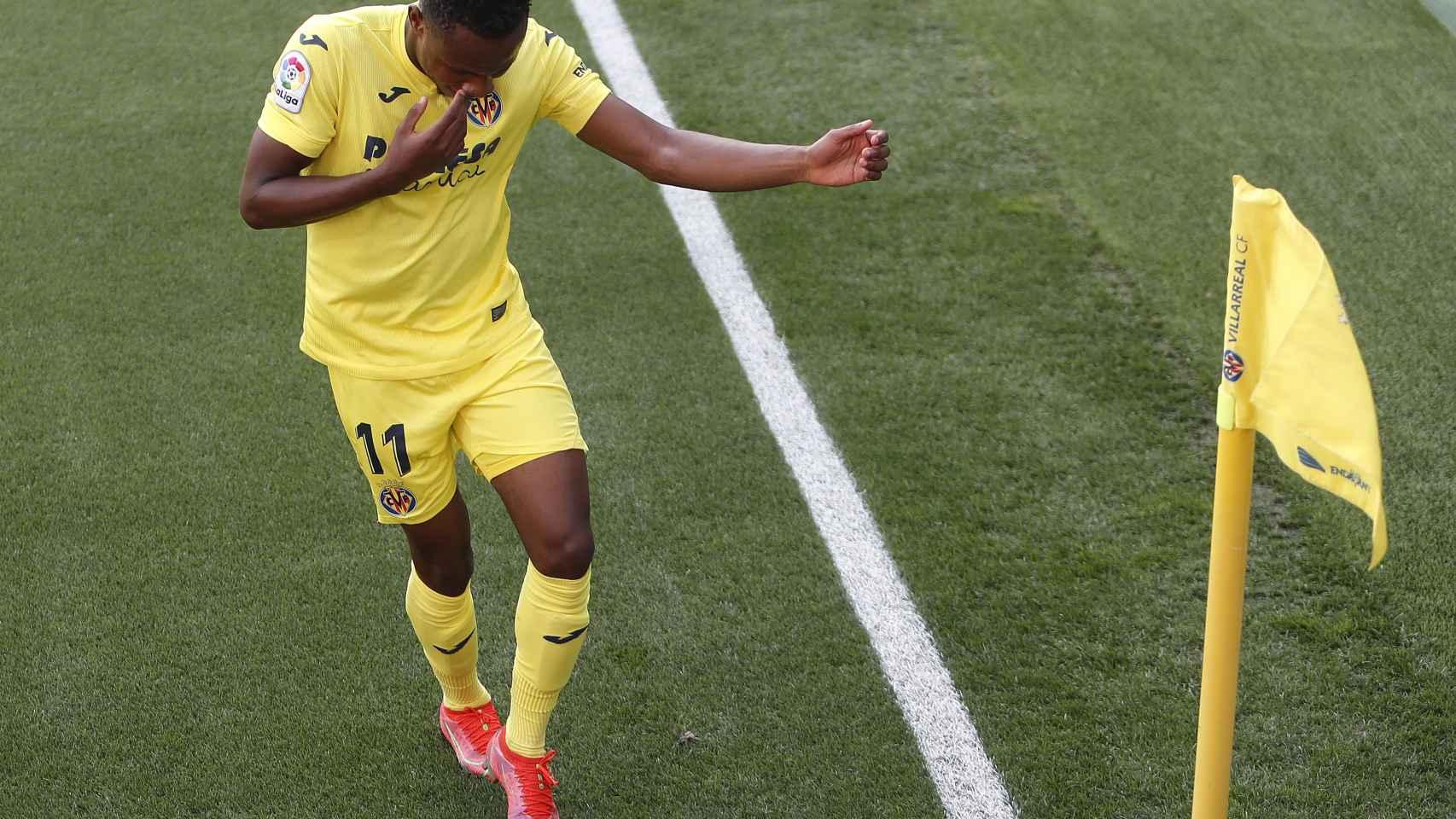 Chukwueze celebra su gol con el Villarreal