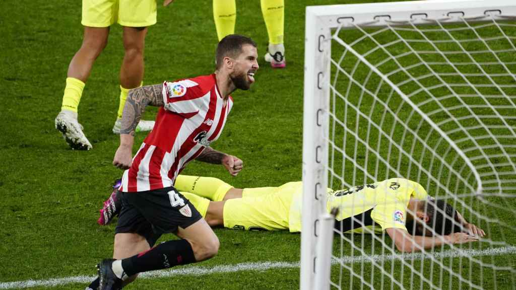 Íñigo Martínez celebra su gol en el Athletic - Atlético