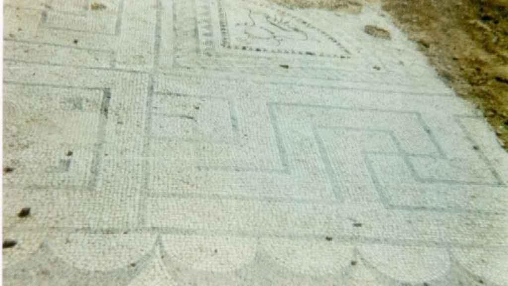 Restos de mosaico encontrados en Villabermudo.