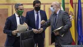 El consejero de Hacienda, Juan Bravo; el vicepresidente, Juan Marín, y el portavoz de Voz, Alejandro Hernández, en una imagen de archivo.