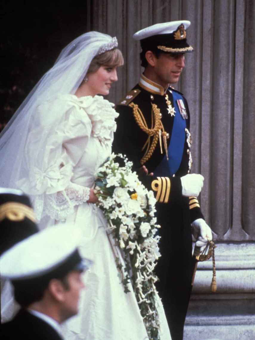 El voluminoso vestido de novia de Lady Di fue el traje más imitado de su época.