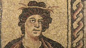Mosaico romano que se exhibe en la exposición 'Los colores de los romanos'.
