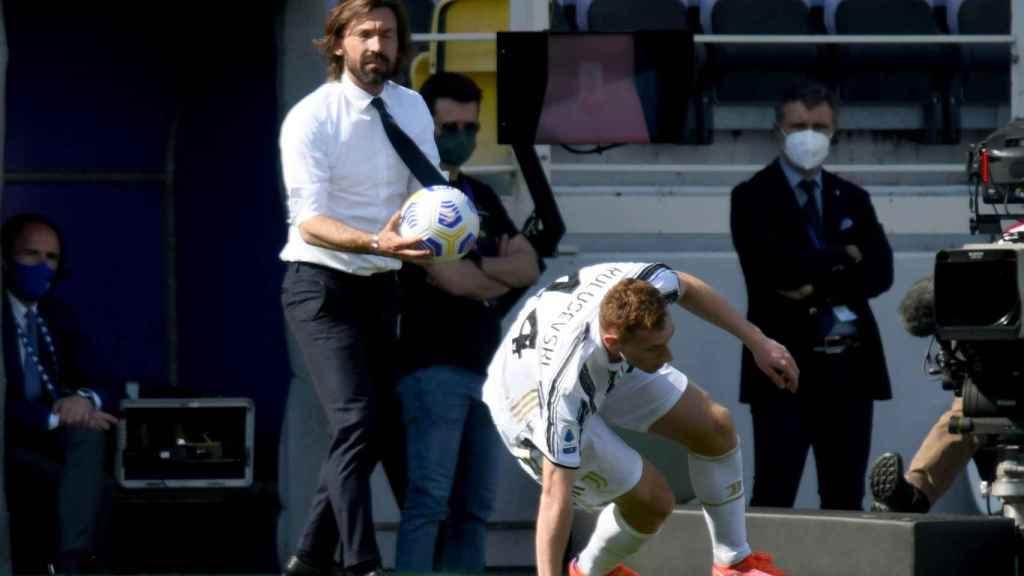 Pirlo sigue el partido de la Juventus frente a la Fiorentina