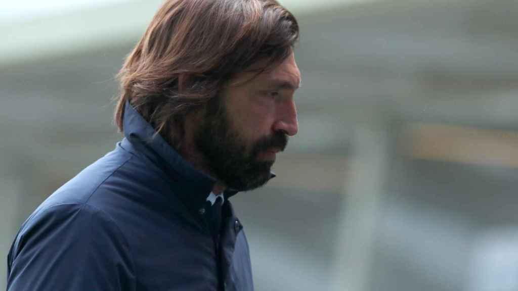 Pirlo con gesto serio durante un partido de la Juventus