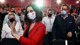Isabel Díaz Ayuso saluda a los asistentes a un acto electoral en Torrejón de Ardoz, este lunes.