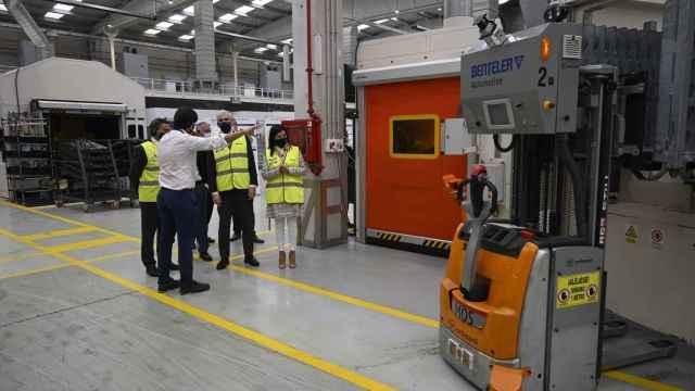 Visita del consejero Francisco Conde a la futura fábrica 4.0 de Mos (Pontevedra).