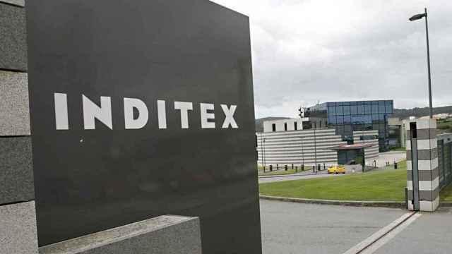 Rótulo a la entrada de uno de los centros del grupo Inditex.