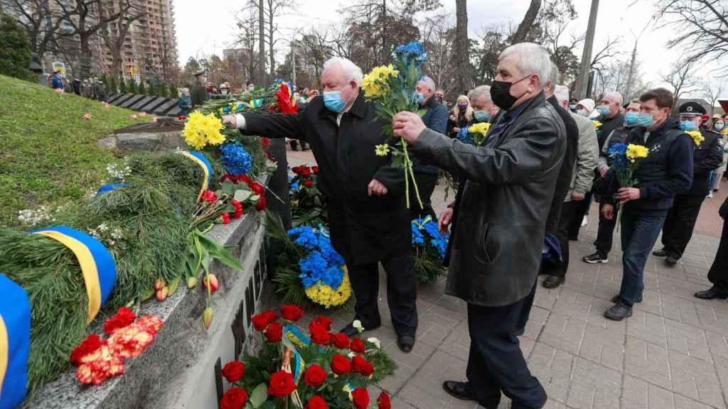 Ceremonia en Kiev para conmemorar el 35 aniversario de la catástrofe nuclear de Chernóbil.