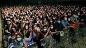 Los asistentes al concierto de Love of Lesbian durante su celebración.