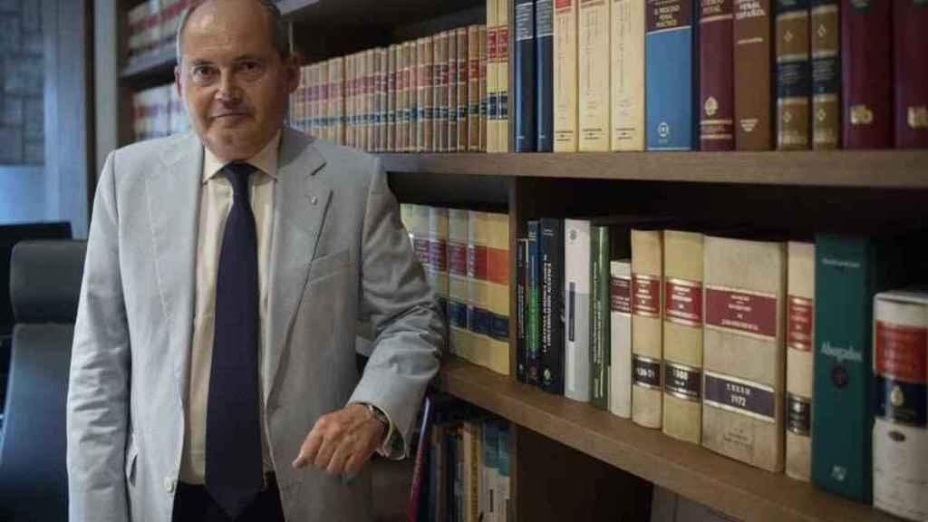 Luis Romero, abogado de Adrián Vázquez, en su despacho en Sevilla, en septiembre de 2018.