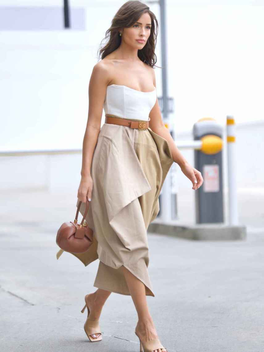 La modelo Olivia Culpo con el Nina Bag de Gabriela Hearst.