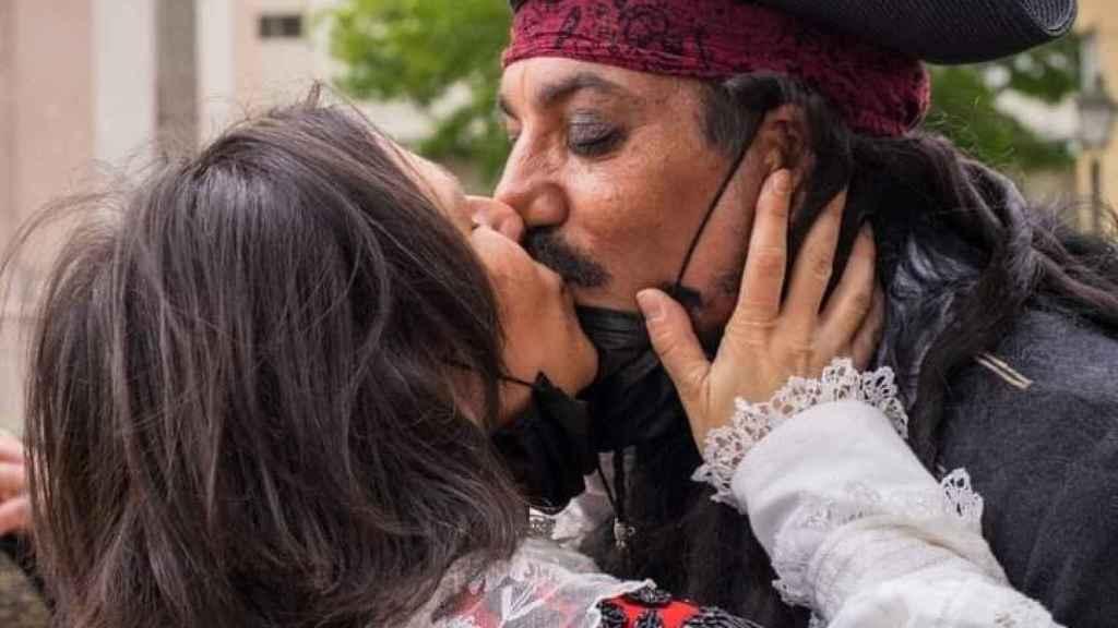 Berto y María dándose un beso tras su 'no' boda