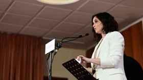 Isabel Díaz Ayuso, durante su visita a un colegio de Alcobendas, en el ámbito de la campaña electoral.