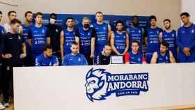 Los jugadores y el cuerpo técnico de MoraBanc Andorra en su rueda de prensa cargando contra la Liga Endesa