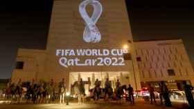 Logo del Mundial de Catar 2022 en un estadio de Doha