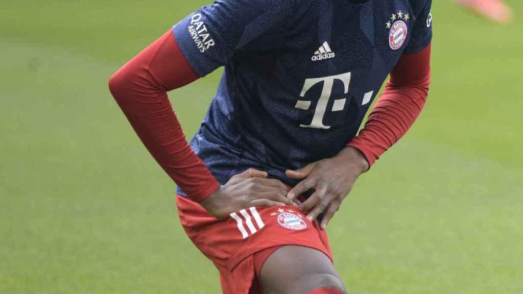 David Alaba, calentando con el Bayern Múnich