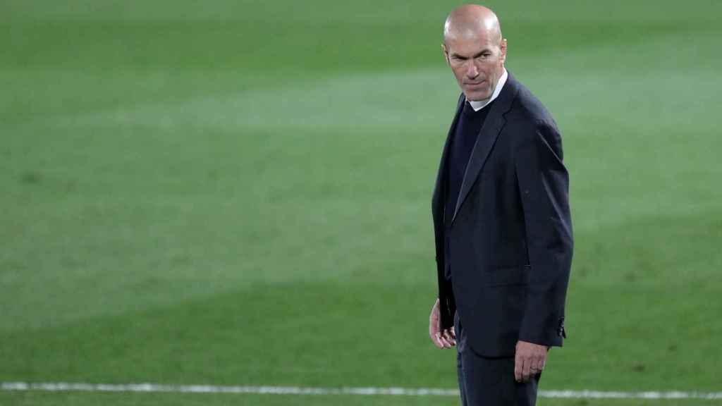 Zidane sigue desde la banda el Real Madrid - Chelsea