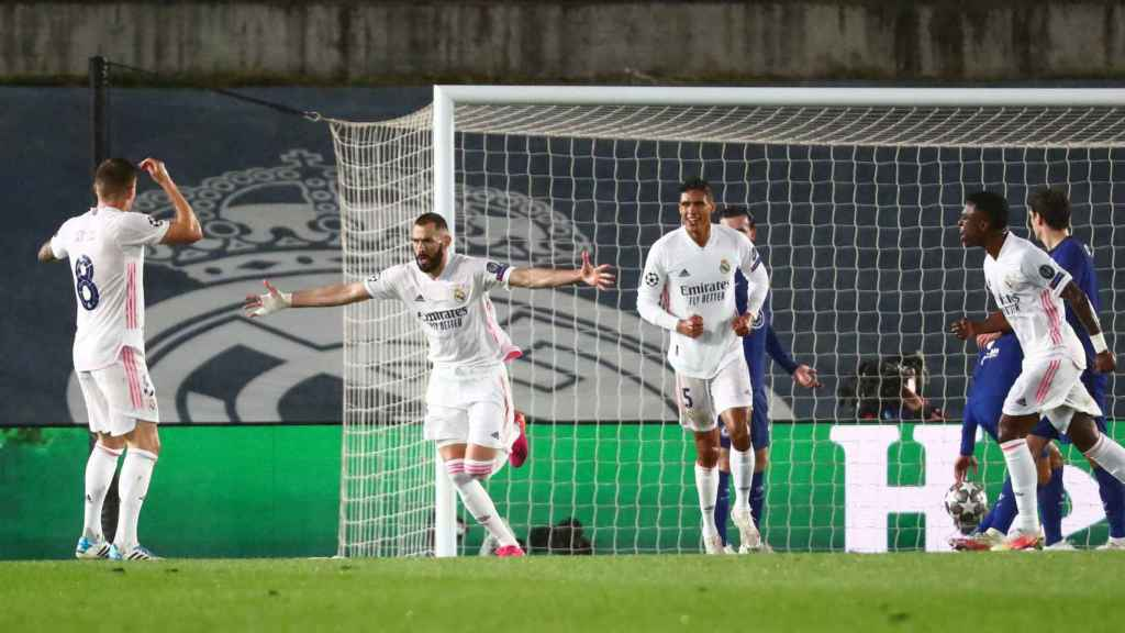 Karim Benzema celebra su gol al Chelsea
