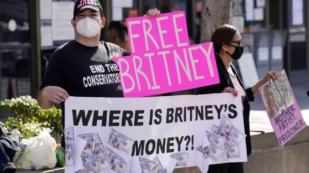 Spears supporters calling for her freedom and charging at her father.