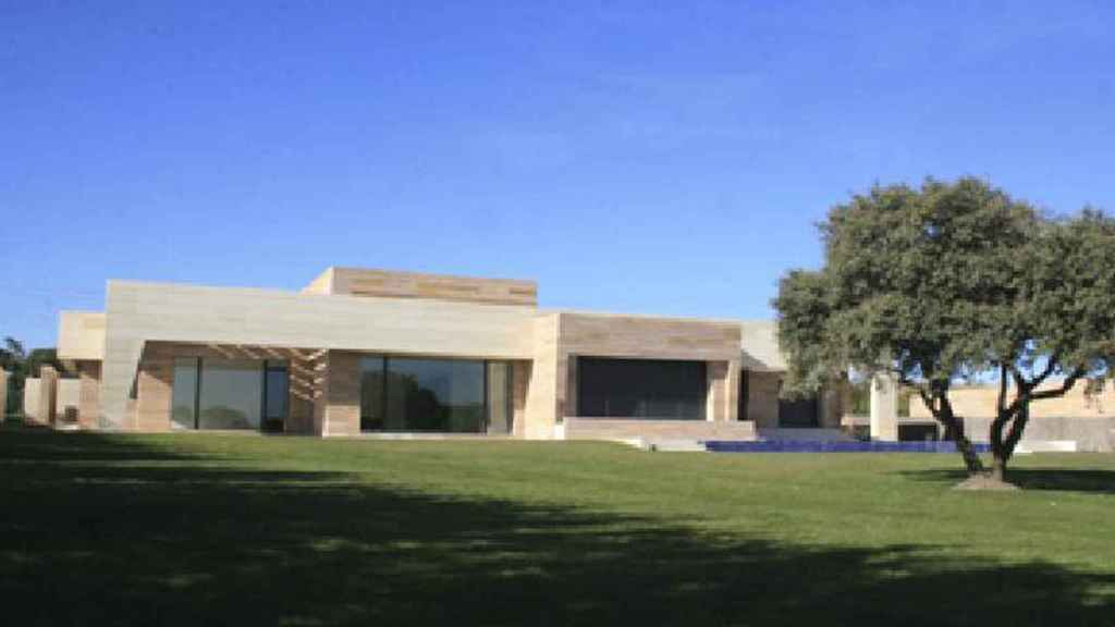 Photo of the exterior of the house that Cristiano has for sale in La Finca, in Madrid.