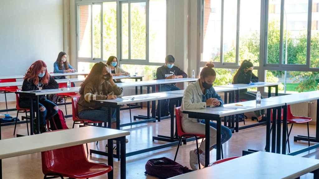 Este 2021, durante los exámenes de EBAU, las ventanas y puertas han de estar abiertas para la ventilación de los espacios.