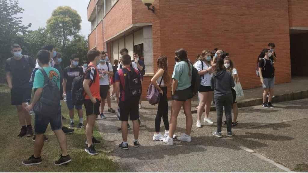 Un grupo de alumnos de 2º de Bachillerato, antes de la realización de la EBAU.