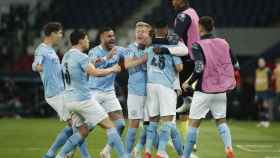 Los jugadores del Manchester City celebran el 1-2 ante el PSG en la ida de las semifinales de la Champions