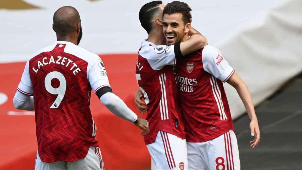 Dani Ceballos celebra un gol con sus compañeros del Arsenal