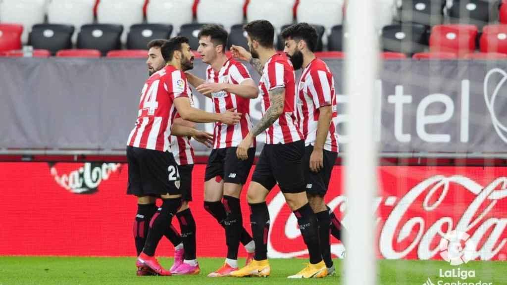Los jugadores del Athletic celebran el gol de Morcillo ante el Valladolid