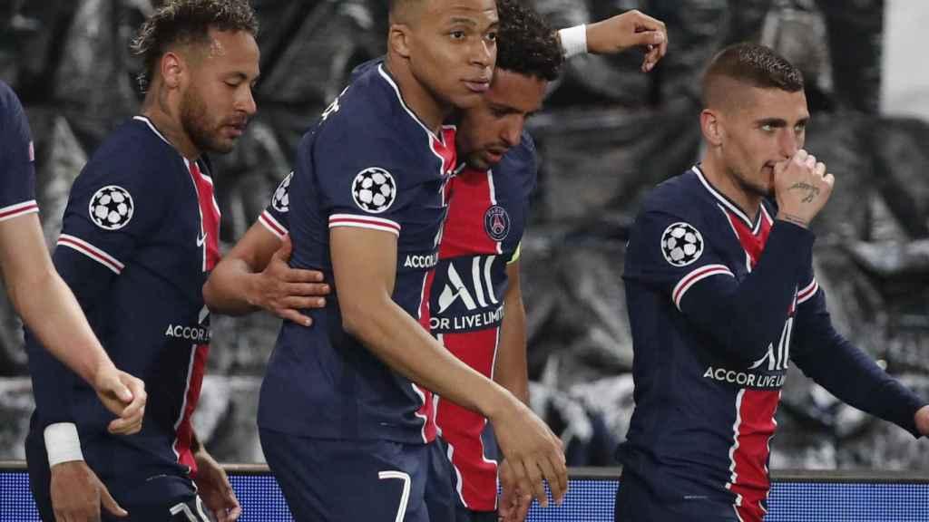 Kylian Mbappé felicita a Marquinhos por su gol en el PSG - Manchester City