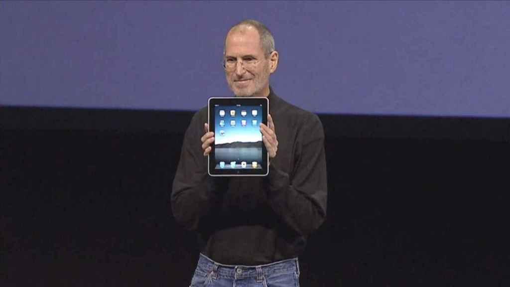 Steve Jobs presenta el primer iPad