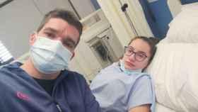 Nacho junto a su hija, Verena, en el Hospital Los Arcos de San Javier.