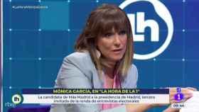 Mónica López durante su entrevista a Mónica García en 'La Hora de la 1'.