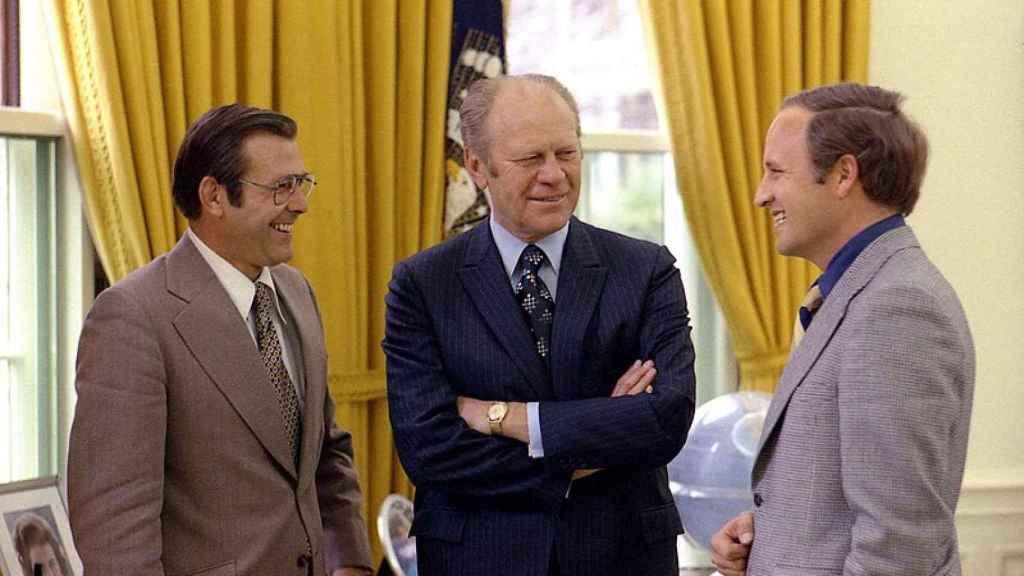 El presidente Ford con sus asesores Rumpsfeld y Cheney en 1975.