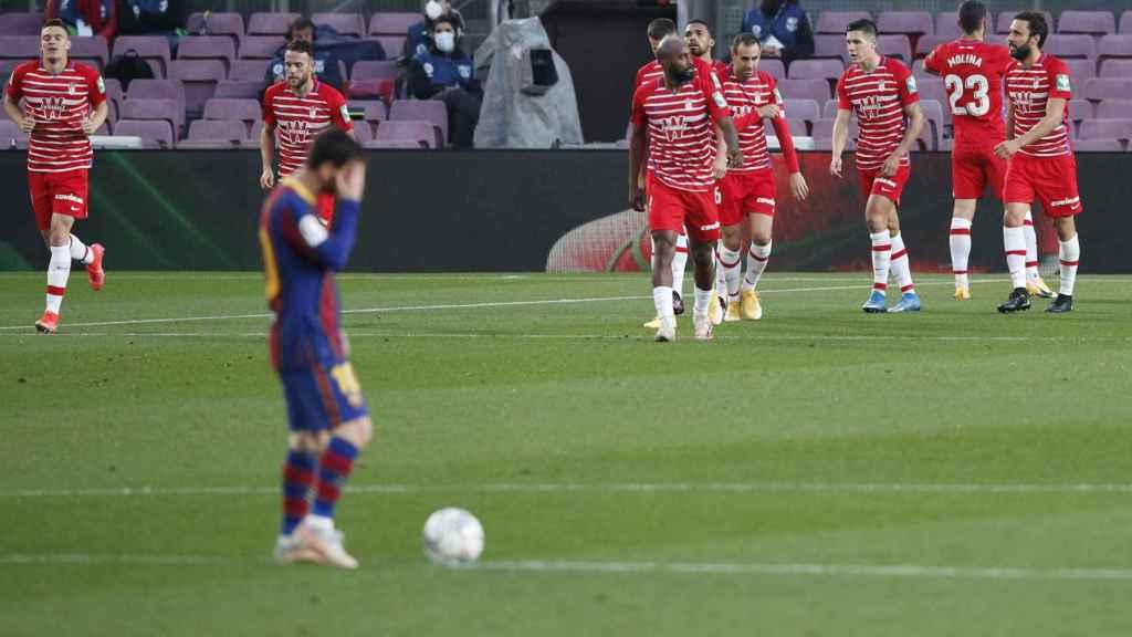 Messi, lamentándose tras el gol del Granada al Barça