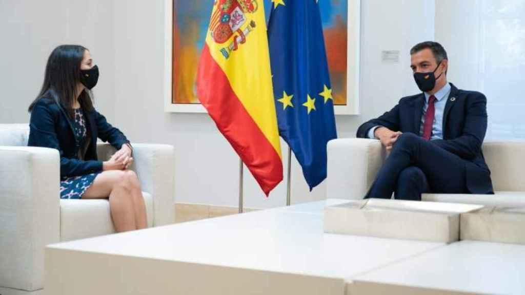Arrimadas y Sánchez, durante un encuentro en La Moncloa.