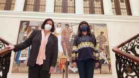 Pilar Tébar y la vicepresidenta Julia Parra, tras la presentación de las nuevas líneas para el Gil-Albert.