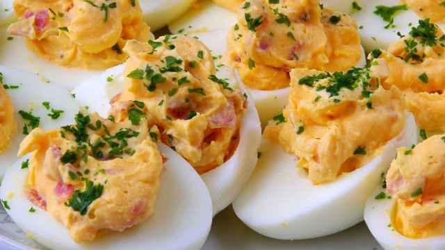 Huevos mimosa, receta de aperitivo fácil, barato y rico en proteínas