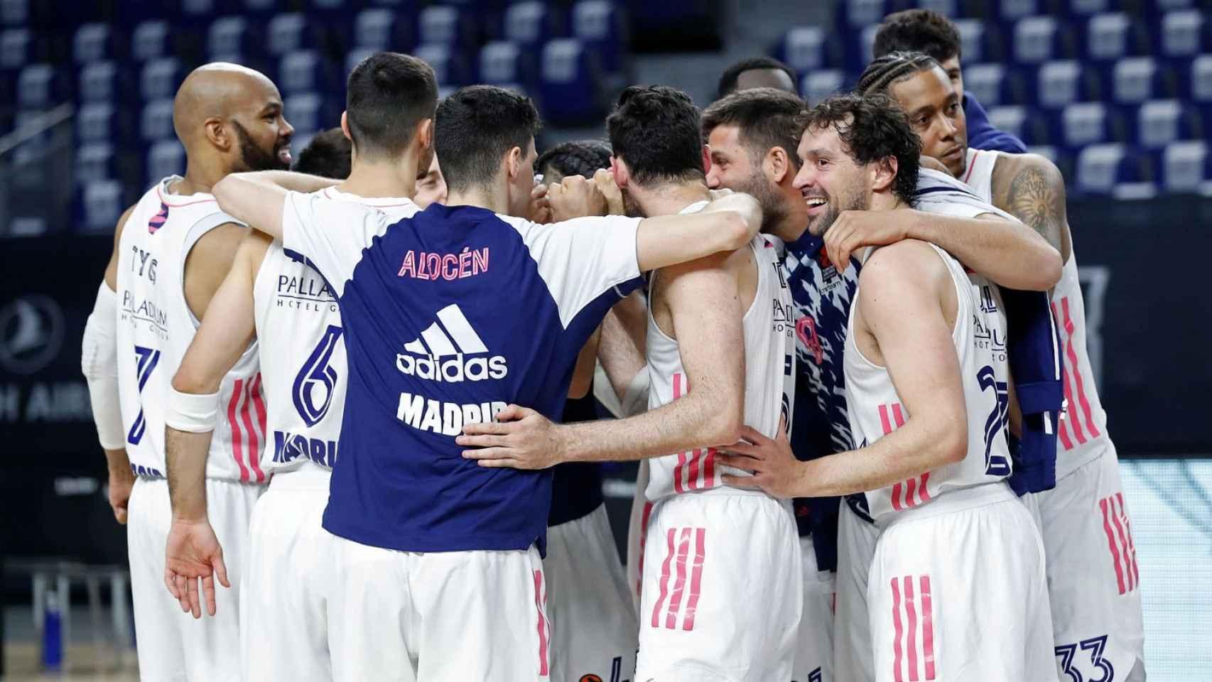 Piña de los jugadores del Real Madrid