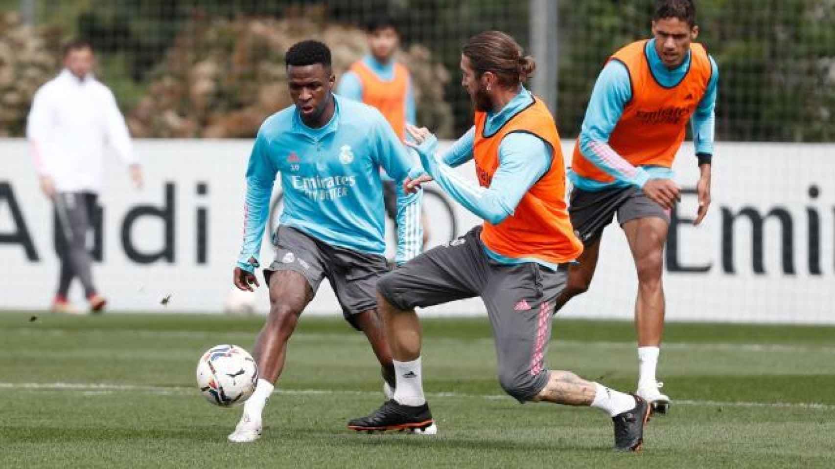Vinicius Junior y Sergio Ramos, durante un entrenamiento del Real Madrid