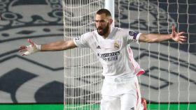 Benzema celebra su gol contra el Chelsea en las semifinales de Champions