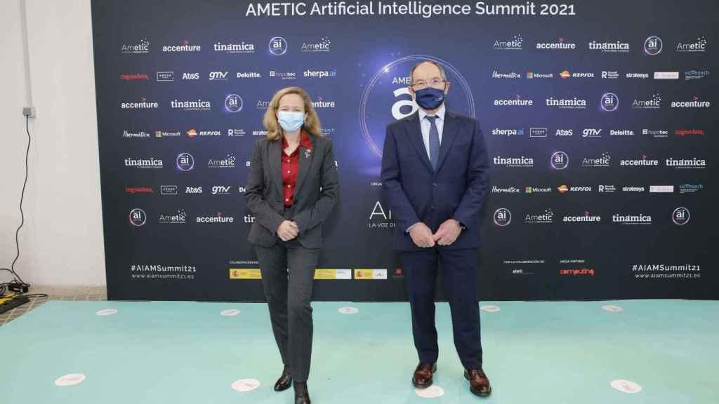 Nadia Calviño y Pedro Mier en el evento de Ametic sobre IA