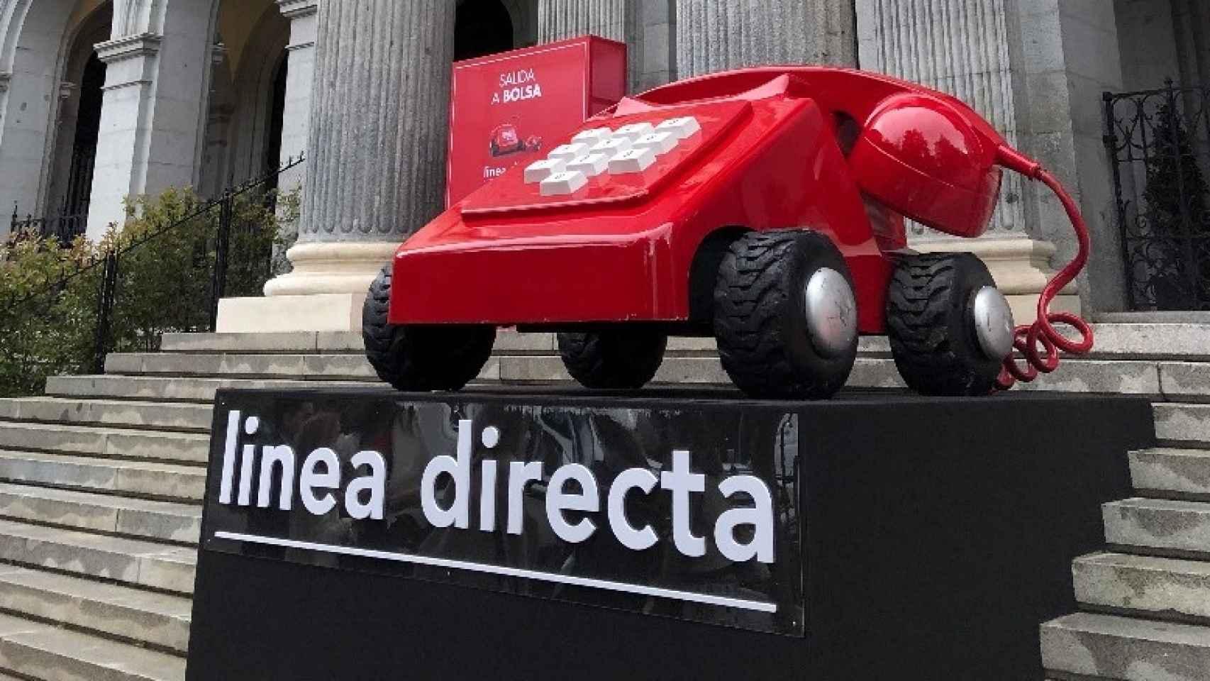 El icónico teléfono de Línea Directa en la Bolsa de Madrid.