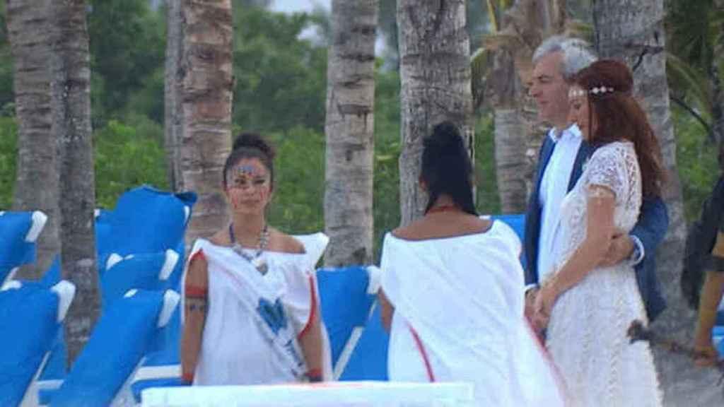 Carlos y Patricia se casaron por el rito maya en México.