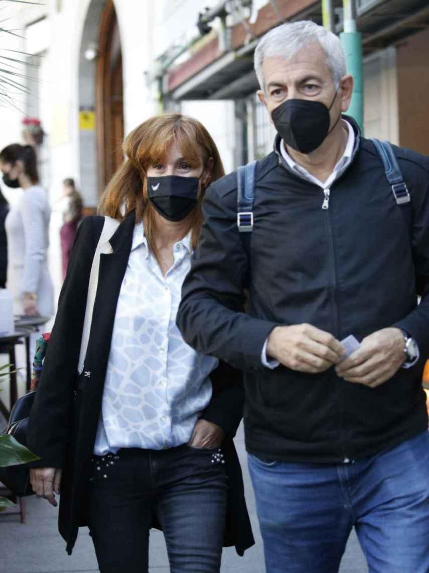 Patricia Santamarina y Carlos Sobera, a su llegada a la terraza.