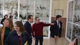 El alcalde durante una visita al IES Jorge Juan el pasado año cuando promovieron el reconocimiento.