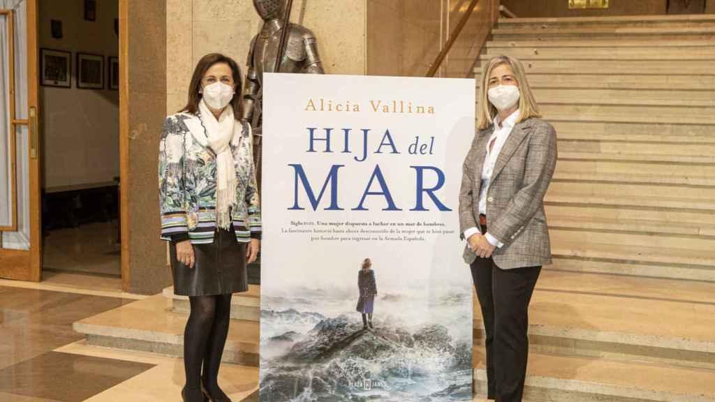 Robles preside el acto de presentación de la novela 'Hija del Mar', de Alicia Vallino.