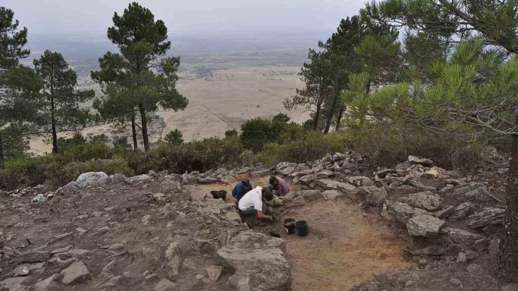 El equipo de investigación trabajando en el asentamiento.