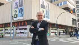 El director del IVC Abel Guarinos, frente al Arniches.